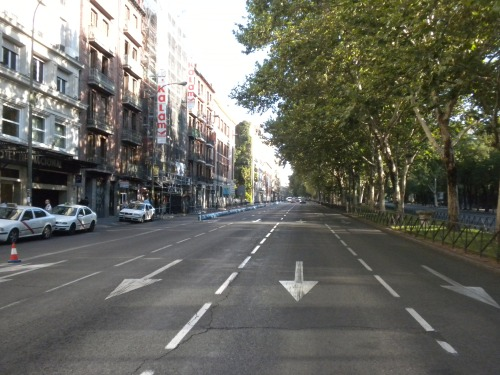 A boulevard with multiple lane types in Madrid.